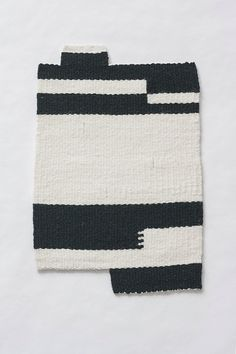 100% wool weft / 100% linen warp Black & off-white Features a brick join pattern & blocky edges 13.5 x 8.5 inches Made by hand One of a