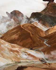 "6,116 curtidas, 61 comentários - Condé Nast Traveler (@cntraveler) no Instagram: ""Iceland's Kerlingarfjöll mountain range is like no landscape you've seen before - and direct…"""