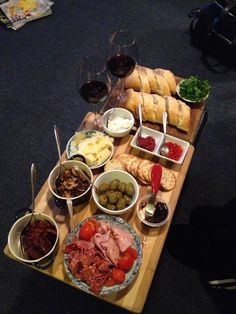 Can't make pasta (really?), no fear! Have friends over for an Italian themed social and just make this antipasto plate instead! Perfecto!
