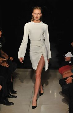 Brandon Maxwell Spring 2016 Ready-to-Wear Fashion Show Collection: See the complete Brandon Maxwell Spring 2016 Ready-to-Wear collection. Look 8 Fashion Moda, Look Fashion, Runway Fashion, Spring Fashion, Fashion Show, Fashion Design, Fashion Trends, Vogue Fashion, Space Fashion