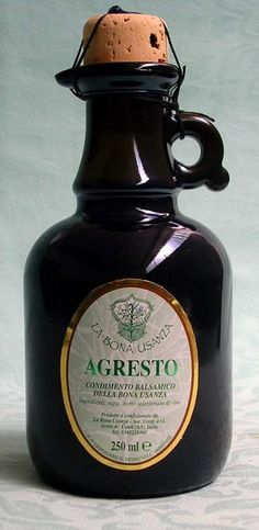 Agresto: ancient Romans sour sauce made of grapes Ancient Roman Food, Ancient Romans, Raw Food Recipes, Italian Recipes, Food Bulletin Boards, Boiled Vegetables, Burgers And More, Ancient Recipes, White Meat