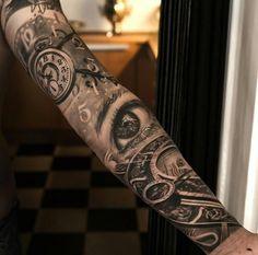 """Résultat de recherche d'images pour """"black and gray half sleeve tattoos clocks"""""""
