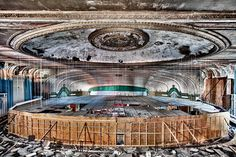 Photos of amazing abandoned places and ruins. Photos of amazing abandoned places and ruins. Abandoned Buildings, Abandoned Mansions, Abandoned Places, Abandoned Ships, Christ Of The Abyss, Places Around The World, Around The Worlds, Theater Chicago, Dame Nature