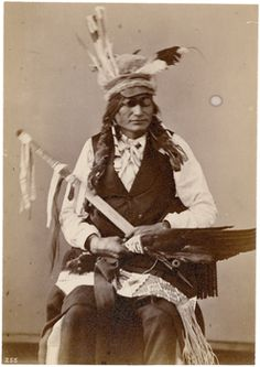 American and North American Dining and Leather Living Furniture Is Stronger Than Ever Native American Shirts, Native American Jewelry, Native American Indians, Blackfoot Indian, Native Indian, Indian Pictures, Le Far West, First Nations, National Museum