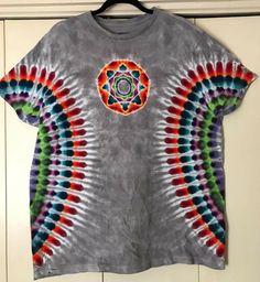 Design idea Tie Dye Techniques, How To Tie Dye, Tie Dye Designs, Tie Dye Shirts, Tie Dye Patterns, Tye Dye, Diy Shirt, Diy Clothing, Hippie Style