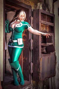 Cool Cosplay: Angela, Black Widow, And More