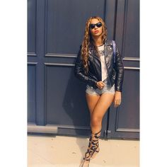 Beyoncés-Instagram-Moschino-T-Shirt-Christian-Louboutin-Girafina-Knee-High-Gladiator-Sandals-and-Italia-Independent-I-V-Rock-Embellished-Sunglasses.png (605×606)