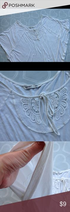 Women's old navy top size XXL Brand- OLD NAVY-- EUC women's top size XXL-- top is made in a V shape and mimics a Shaw with the wide sleeves- stretch cotton fabric-- cute design in the front Old Navy Tops Blouses