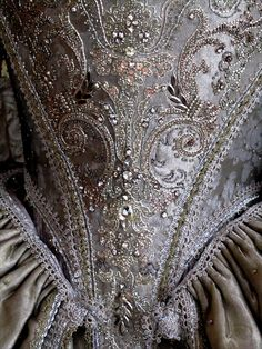 embroidery detail close- up                                                                                                                                                                                 Más