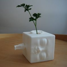blockhead vase [more pics on Cults website] Maybe something for Printer Chat? 3d Printing Store, 3d Printing Diy, 3d Printer Models, Best 3d Printer, Impression 3d, Cnc, Printer Stand, 3d Printing Materials, 3d Printed Objects