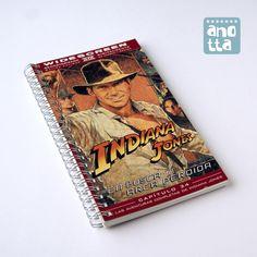 Libreta hecha a mano reciclando la caja de una vieja película de vídeo VHS.