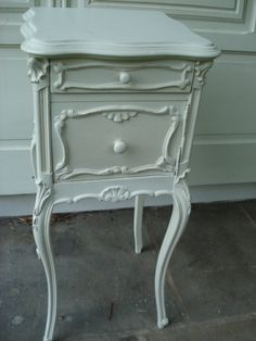matching shabby chic bedside tables....