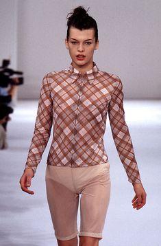 Milla Jovovich for Miu Miu Fashion Show, Spring/Summer 1996 90s Fashion, Runway Fashion, Fashion Show, Fashion Design, Fashion 2018, Divas, Models Backstage, Milla Jovovich, Alter