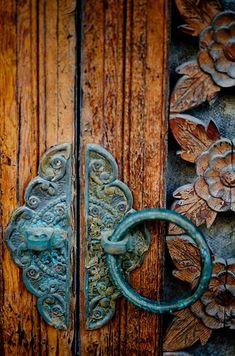 Bronze and Blue Patina on Door Handle Door Knobs And Knockers, Knobs And Handles, Handles For Doors, Door Handles Vintage, Vintage Doors, Old Doors, Windows And Doors, Old Keys, Door Detail