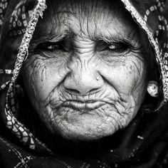 «La vie de chacun est inscrite sur les lignes de son visage.» Robert Sabatier  Portrait en Inde par Massimo Sbreni
