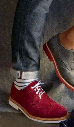 Every man needs to get a pair of Brogues in his wardrobe. Here you go with a list of 10 best brogues for men to look classy. Me Too Shoes, Men's Shoes, Shoe Boots, Dress Shoes, Wine Shoes, Shoes Men, Dandy, Style Masculin, Men Closet