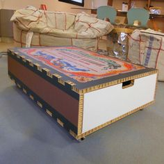 MATCH  tavolino Tavolino in cartone (spessore 1,6 cm) stampato tagliato e cordonato a plotter.