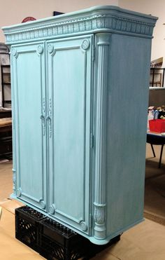 A work in progress... but don't you just love this gorgeous turquoise? Louis Blue total coverage and a Provence wash. Chalk Paint® decorative paint by Annie Sloan. The color combinations are as limitless as they are beautiful!