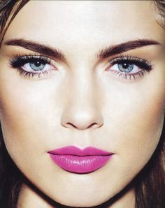 Love this bold pink lip with simple eyeliner