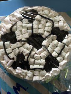 Torta di caramelle | In occasione della festa di fine anno di una squadra di calcio. Candy |  marshmallow | per info: amabilidolcezze@gmail.com Visita la pagina www.facebook.com/amabilidolcezze