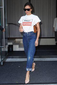 Ainoat arkiasut, jotka oikeasti tarvitset - kopioi maailman paras farkkutyyli Victoria Beckham, Mom Jeans, Street Style, Pants, Fashion, Trouser Pants, Moda, Urban Style, Fashion Styles