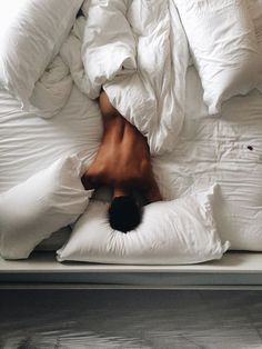 It was one of his sleep poses. Ricardo Baldin, Modern Hepburn, Lazy Morning, Just Beautiful Men, Sensual, Pretty Boys, Bad Boys, Bunt, Sexy Men