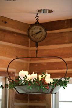 Vintage scale into a Christmas chandelier Could use large shallow bowl, pie or cake pan and hanger since there probably arent that many vintage scales around! - Model Home Interior Design Country Decor, Rustic Decor, Farmhouse Decor, Country Style, French Country, Primitive Christmas, Country Christmas, Christmas Chandelier, Shabby Chic Stil