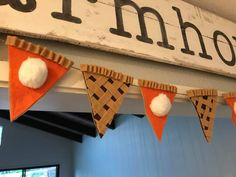 How To Make Thanksgiving Pie Garland make pumpkin pie garland Crafts To Do, Fall Crafts, Holiday Crafts, Holiday Fun, Christmas Diy, Diy Crafts, Holiday Parties, Holiday Decor, Thanksgiving Projects