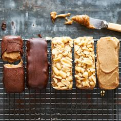 Our new obsession......raw snickers.  Nougat, gooey caramel and crunchy peanuts coated in dark chocolate - what's not to love! So much better than the real thing, our healthy take on this classic 'really satisfies'.