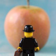 El fotógrafo francésSofiane Samlal, mejor conocido comoSamsofy, sabe muy bien cómo combinar sus dos pasiones: las fotografías y las piezas de Lego. Así es como creóLegographie, una serie de imágenes en las que se divierte creando tiernas escenas protagonizadas porpersonajes de la cultura pop. Conoce más sobre el trabajo de este artista y mira más […]