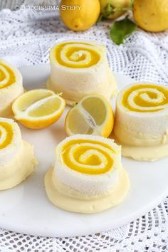 Lemon and white chocolate no-bake swirls. Lemon Desserts, Lemon Recipes, Low Carb Desserts, Sweet Recipes, Cupcake, Italian Cookies, Baking And Pastry, Low Carb Breakfast, Finger Foods