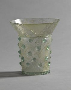 Perlnuppenglas (glass cup with applied prunts), c.1300, Materials: Glass; Dimensions: H. 10 cm; lip 9.4 cm diam, 5 cm diam Standring