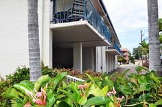 Angelwaters Townsville Angelwaters is situated in Townsville, 2.5 km from Reef HQ. Townsville 400 Racetrack Start / Finish line is 3.3 km from the property. Free private parking is available on site.  All units are air conditioned and have a flat-screen TV.