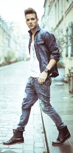 Jeans, jeans shirt and boots…. perfectly styled!