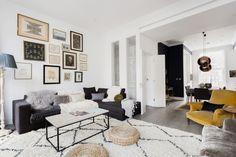 Dieses Schöne Wohnzimmer Ist Sehr Schön Mit Attraktiven Accessoires  Dekoriert