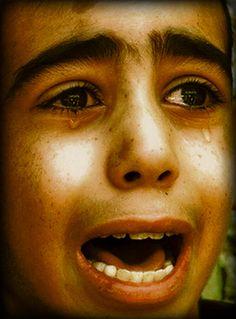 ...child mourning on the Gaza strip...  (Photo by Hatem Moussa)