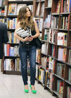 """dailyactress: """"Kate Beckinsale at the Barnes & Noble at The Grove, September 26, 2012 """" Kate Beckinsale always spiffy in skinny jeans and pumps"""