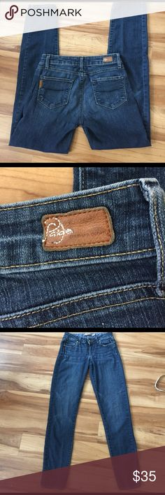 Paige Jeans Skyline denim size 25 These are in excellent condition, size 25. They have a 30 inch inseam. They have been only worn a few times. They are soft and very comfortable. Paige Jeans Jeans Skinny