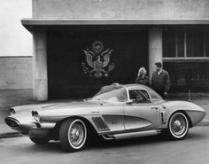 1958 : XP-700 1958 Corvette by Chevrolet. The automobile featured a conventional chassis with a fiberglass body.
