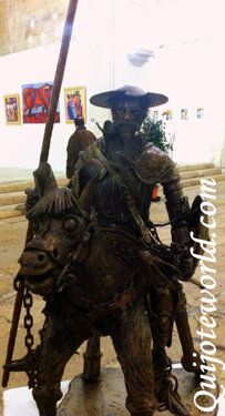 """""""El Quijote viajero"""". Esta figura del Quijote la encontramos en Arles un pueblo del sur de Francia.    www.quijoteworld.com"""