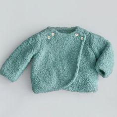 Hoe brei ik een babytruitje? | baby trui breien | babytruitje | gratis breipatroon | gratis breipatronen | baby patronen breien | breien | truitje breien voor baby | breipatroontjes baby | Waar vind je gratis breipatronen? Knitting Patterns Free, Free Pattern, Brei Baby, Pull Bebe, Baby Born, Knitting For Kids, Knitted Dolls, Baby Sweaters, Creations