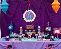 Não sabe qual princesa escolher para fazer o aniversário da sua filha???Olha como esta decoração da Princesa Jasmine ficou linda!!!Festa retirada do site Catch my Party.Lindas ideias e muita in...