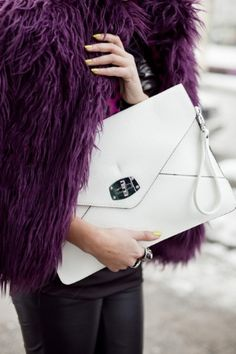 Shaggy fur and big clutch. Details in street style.
