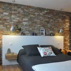 Stones in the bedroom! Here are 20 deco ideas . Brick Wallpaper Bedroom, Brick Wall Bedroom, Victoria House, Room Furniture Design, Loft House, Room Colors, Sweet Home, House Design, Interior Design