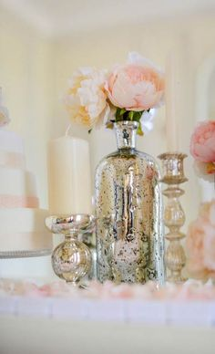 Idée déco mariage bohème chic : vases en verre mercurisé