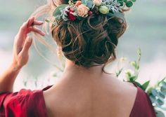 [tps_header]Whether the hairstyle you've got in mind for your big day is romantic, glamorous, or dramatic – or even a supremely intricate mix of all three – the updo is definitely a favorite for ultra-feminine b...