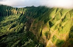 Aerial view of the Koʻolau Range, Oahu, Hawaii (© National Geographic Image Collection/Alamy)