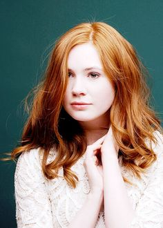 Karen Gillan. Love her hair.