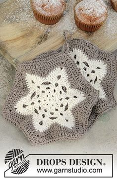 Crochet pot holders with treble groups in star for Christmas in DROPS Muskat. Free pattern by DROPS Design. Drops Design A Star is Baked / DROPS Extra - Free crochet patterns by DROPS Design Crochet Potholder Patterns, Crochet Motifs, Christmas Crochet Patterns, Crochet Dishcloths, Knitting Patterns Free, Free Crochet, Free Pattern, Free Knitting, Drops Design