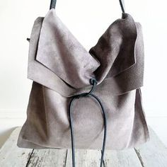 Bags & Handbag Trends : This Pin was discovered by Daily Fashion Muse/Anne Dofelmier. Discover (and save My Bags, Purses And Bags, Hobo Bags, Duffle Bags, Messenger Bags, Diy Sac, Cute Bags, Beautiful Bags, Daily Fashion